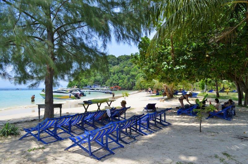 Ao Loh muczenia Dee plaża przy Phi Phi wyspą zdjęcia royalty free