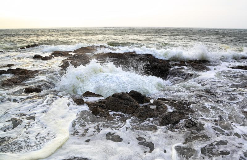 Ao longo da costa de Oregon: Poço do ` s do Thor foto de stock royalty free