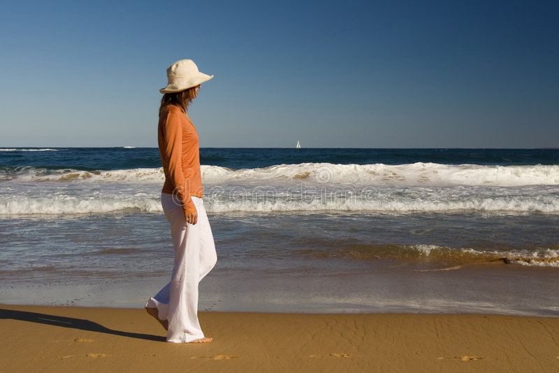 Ao longo da praia imagens de stock royalty free