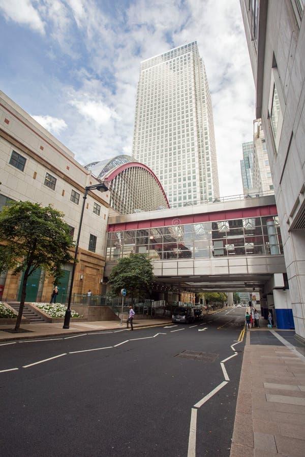 Août 2017, Canary Wharf Londres Angleterre Une scène de rue au district des affaires images stock
