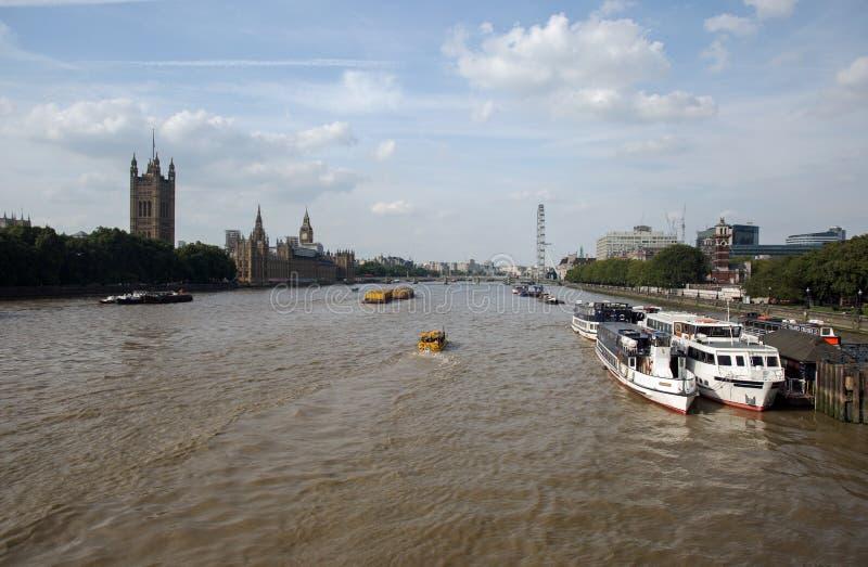 Août 2017, vue d'A de la Tamise aux Chambres du Parlement, Londres Angleterre photos libres de droits