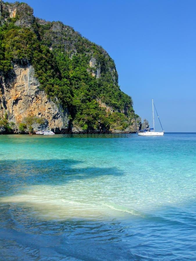 Ao Yongkasem strand op Phi Phi Don Island, Krabi-Provincie, Thaila stock foto's