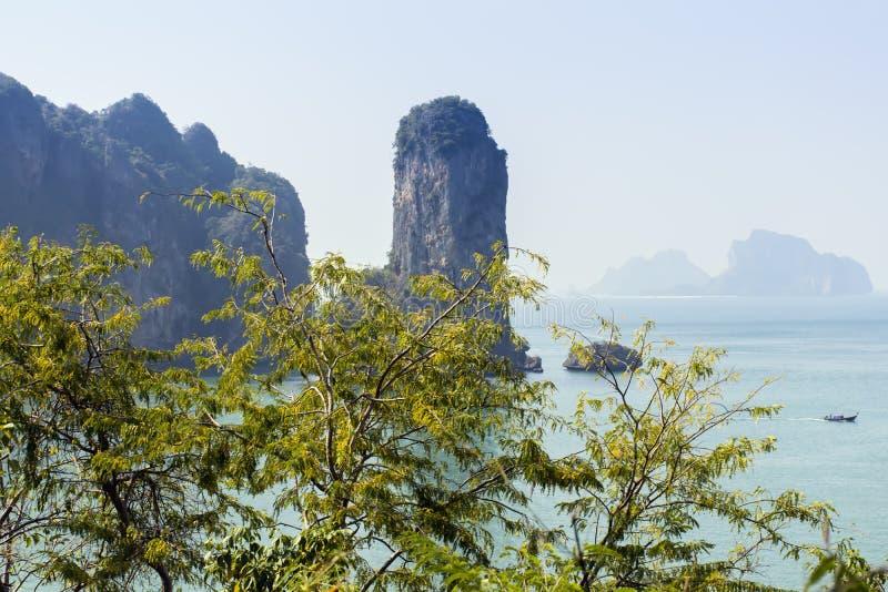 Download Aonang Plaża Nabrzeżna Linia Obraz Stock - Obraz złożonej z tło, tajlandia: 53778485