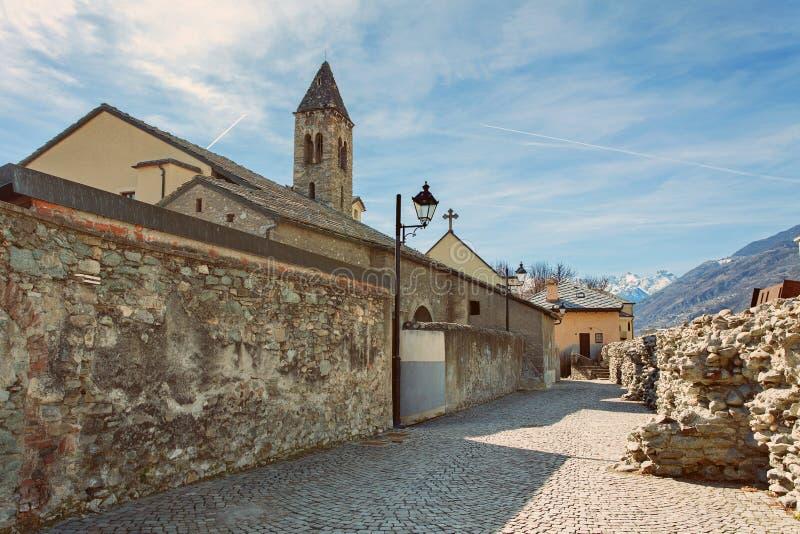 AOSTA, ` AOSTA, ITALIEN VALLE D - die Festungswände und die Türme von Aosta Cinta Muraria e Torri lizenzfreies stockfoto