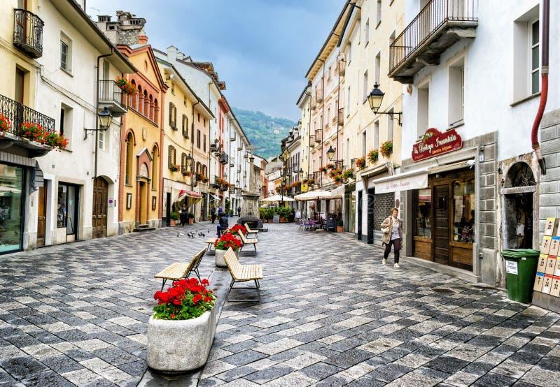 Aosta - rua transversal da cidade fotografia de stock royalty free