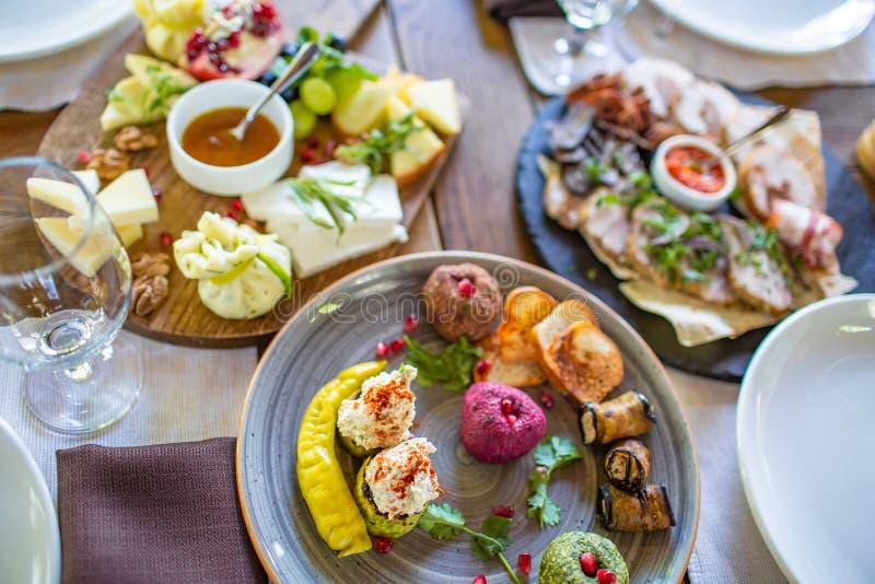 Apéritifs de Pkhali de plat dans le restaurant, plat géorgien photographie stock