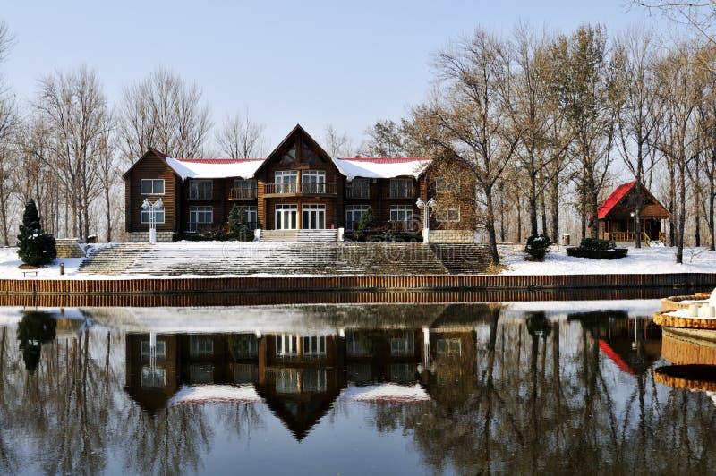 Após casas de campo da neve imagem de stock