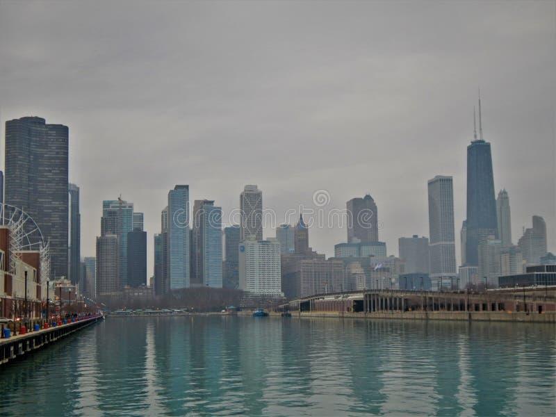 Após Ferris Wheel e na cidade imagens de stock royalty free