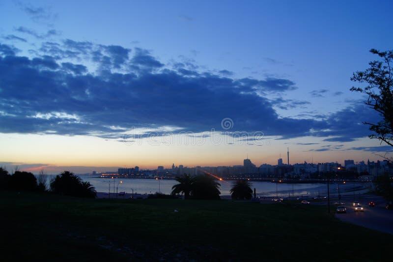Após a opinião do por do sol em Montevideo fotos de stock