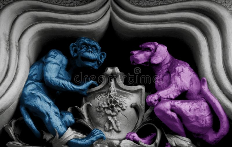 Apa- och hundkonversation royaltyfri bild