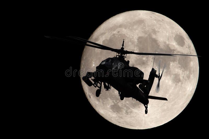 Apache im Mondschein stockbild