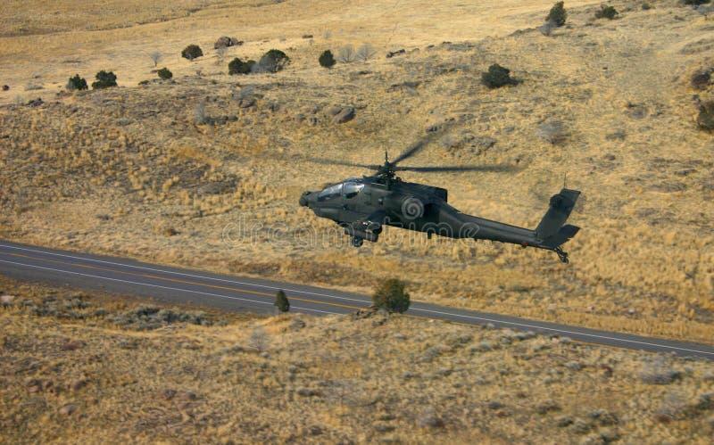 Apache over Weg stock foto's
