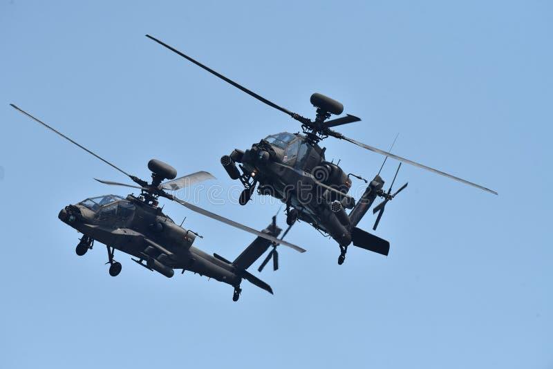 Apachehelikopter in harmonie stock foto