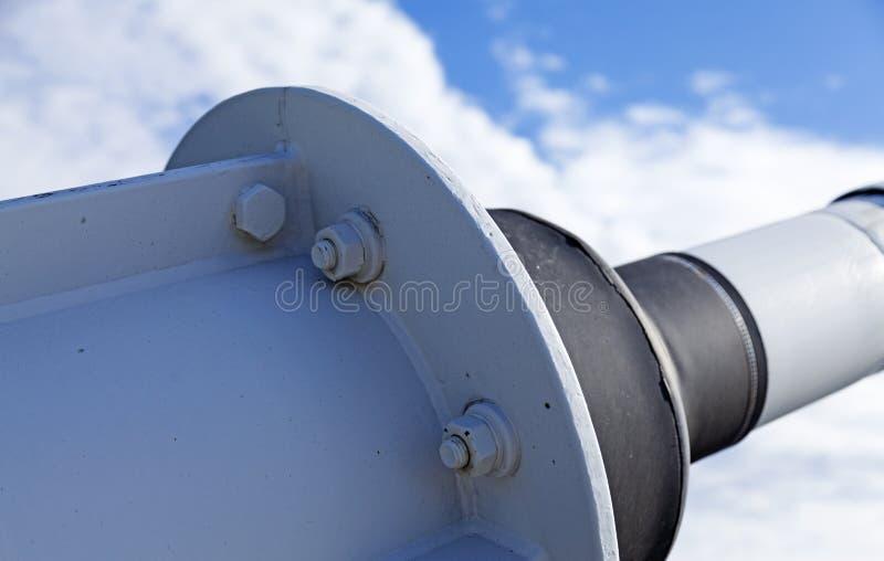 Apagador del puente al puente del cable de alta tensión fotos de archivo