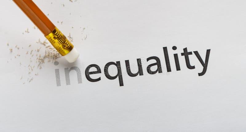 Apague a parte dentro na desigualdade da palavra no fundo branco fotos de stock