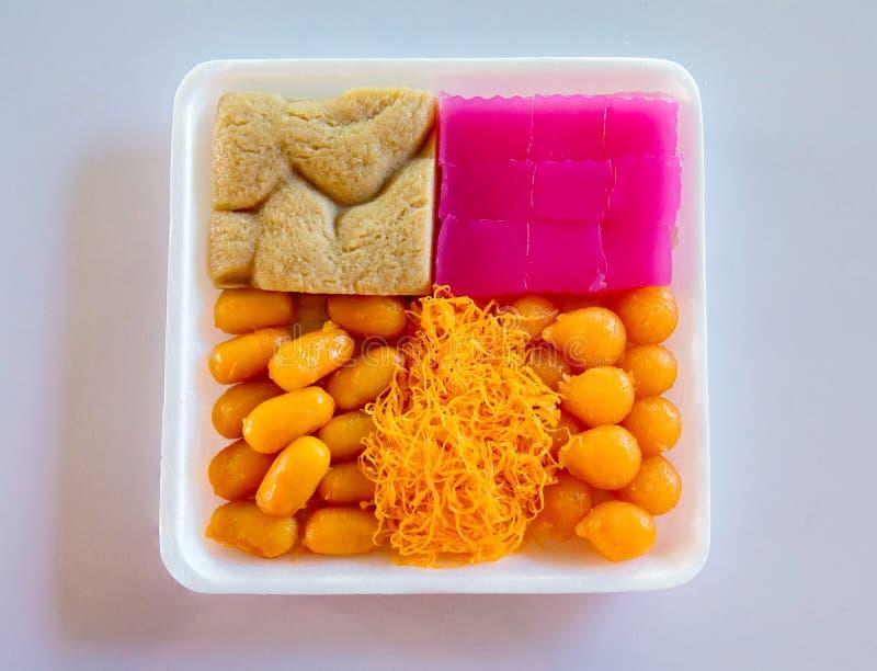 Aparência colorida e sabores distintos A arte de sobremesas tailandesas foi passada para baixo através das gerações imagens de stock royalty free