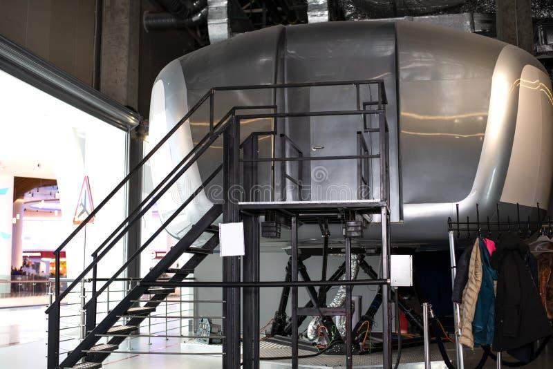 Aparência de um simulador de formação de uma cabine do avião comercial para treinar e instruir pilotos e outros estagiários fotos de stock royalty free