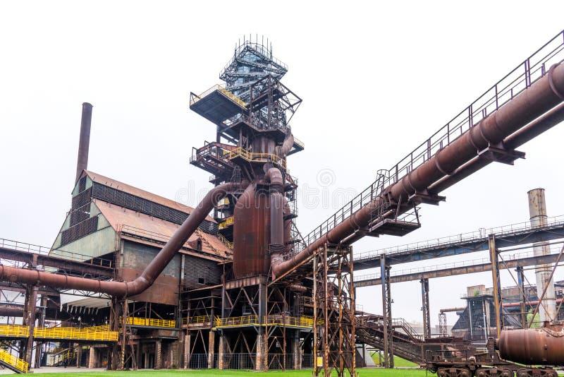 Aparafuse a torre e o alto-forno em Vitkovice em Ostrava, República Checa fotos de stock royalty free