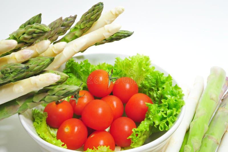 Download Aparagus e pomodori fotografia stock. Immagine di offerta - 7306674