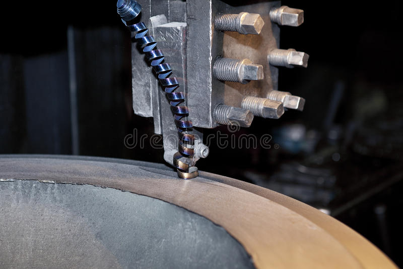 Download Aparas Torcidos Do Metal Maded Pelo Torno Velho Foto de Stock - Imagem de perícia, corte: 29837804