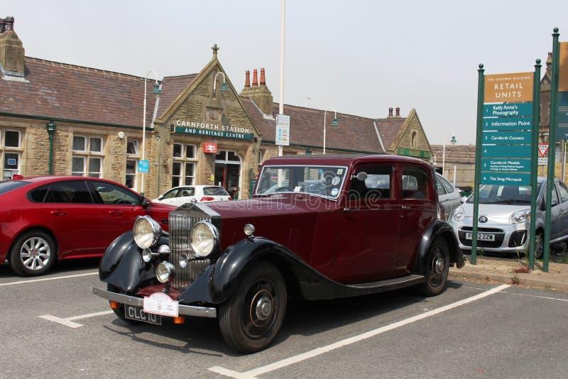 Aparcamiento de la estación de Carnforth del coche de Rolls Royce del vintage fotos de archivo libres de regalías