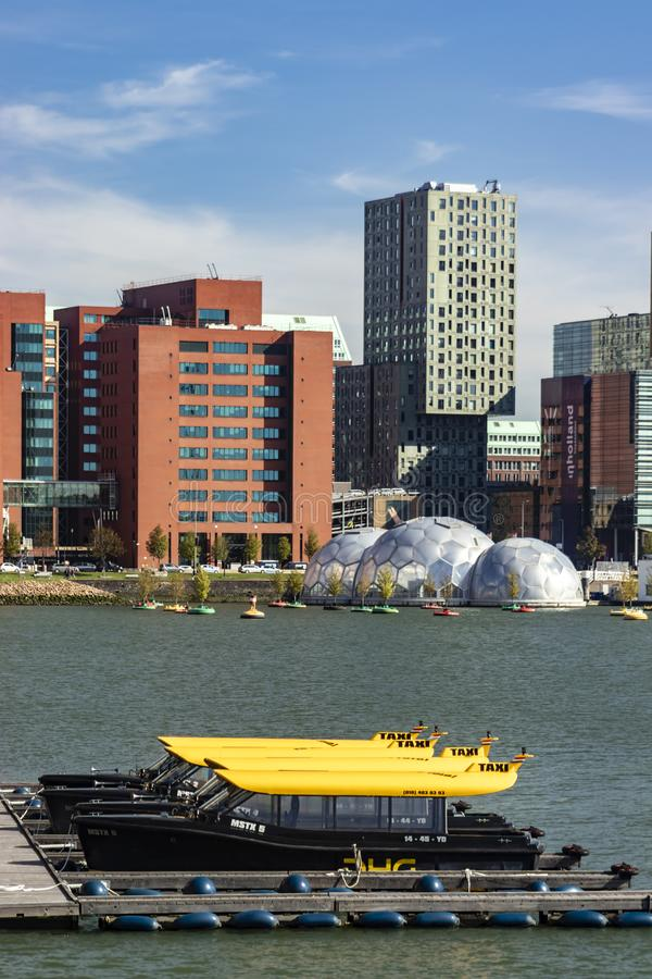 Aparcamiento de Watertaxi en Rijnhaven Rotterdam fotos de archivo libres de regalías
