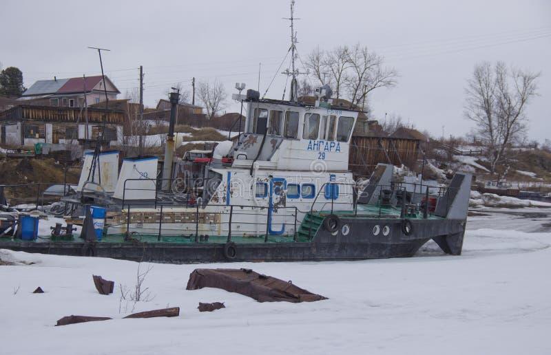 Aparcamiento del invierno de los barcos de río imagen de archivo libre de regalías