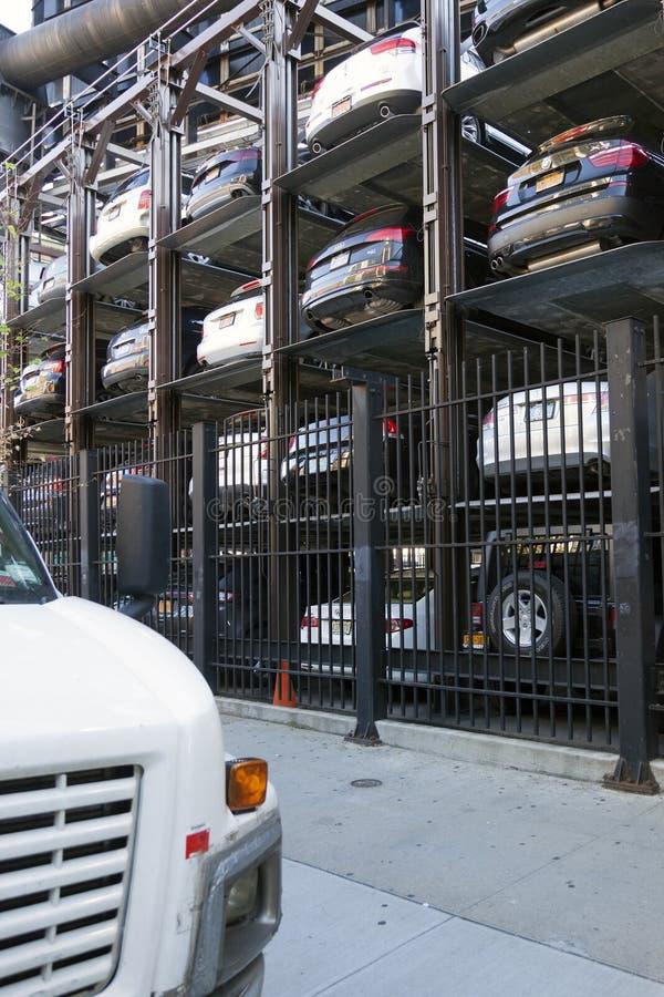 Aparcamiento vertical en New York City visto desde arriba imagen de archivo