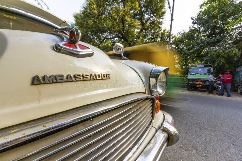 Aparcamientos del embajador en la calle fotos de archivo libres de regalías
