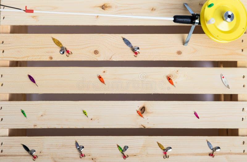Aparejos de pesca y poste del hielo foto de archivo libre de regalías