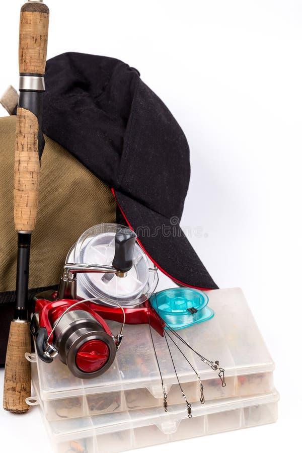 Aparejos de pesca y señuelo en caja imagen de archivo