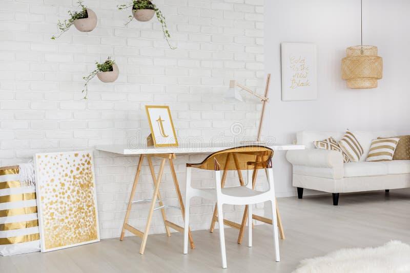 Apartamento com decorações minimalistic foto de stock royalty free
