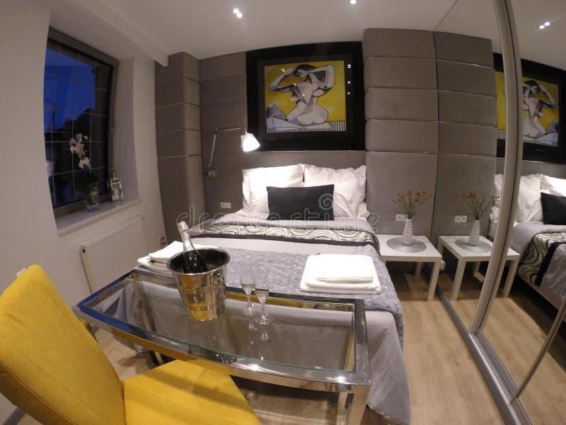 Apartamento confortável no centro de Gdansk foto de stock
