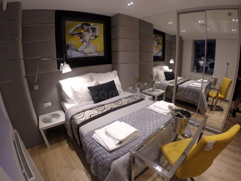 Apartamento confortável no centro de Gdansk fotografia de stock