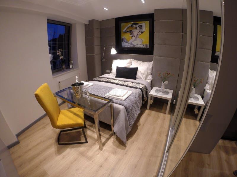 Apartamento confortável no centro de Gdansk imagem de stock