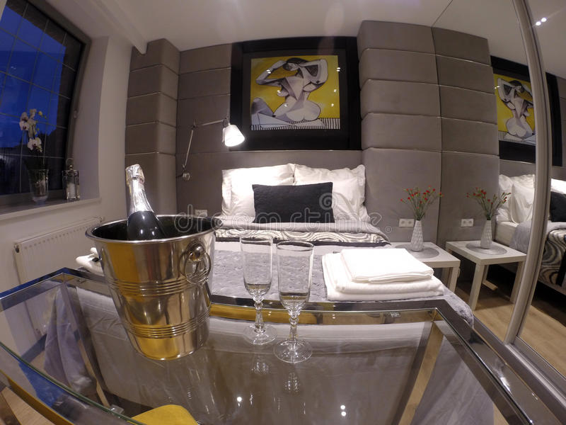 Apartamento confortável no centro de Gdansk imagens de stock
