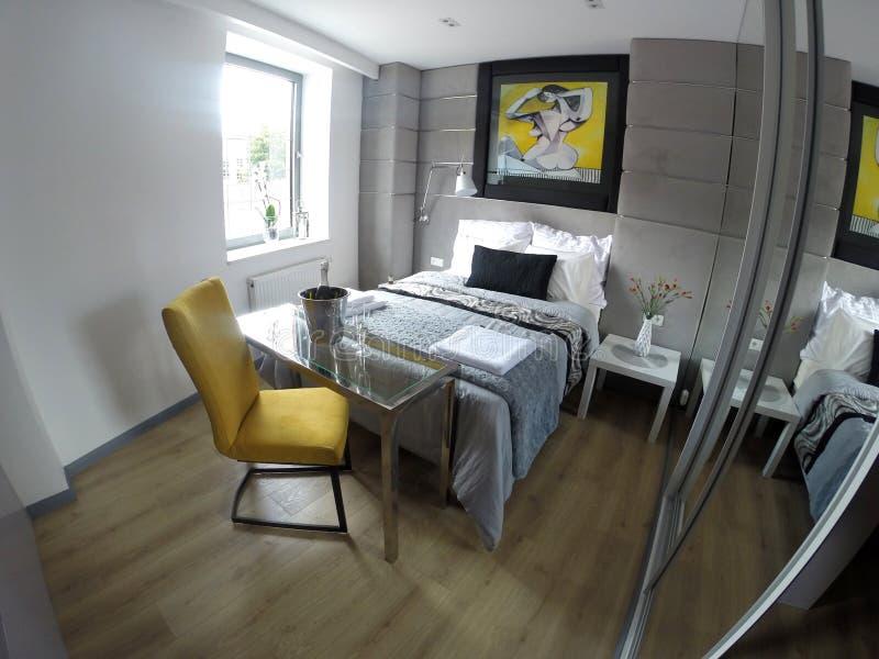 Apartamento confortável no centro de Gdansk fotografia de stock royalty free