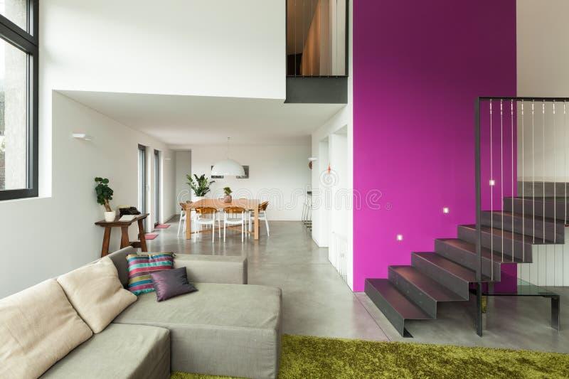 Apartamento equipado, opinión de la sala de estar imágenes de archivo libres de regalías