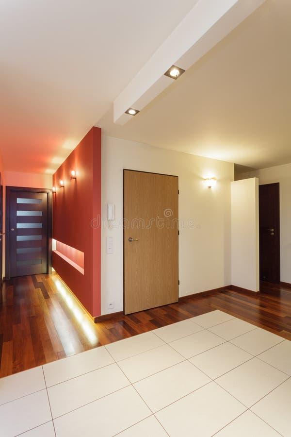 Apartamento espaçoso - entrada fotos de stock