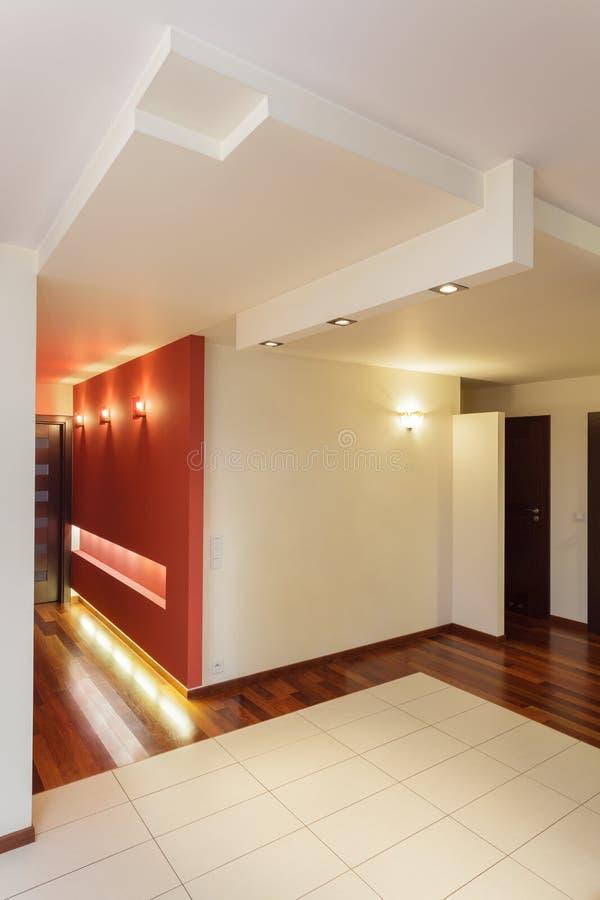 Apartamento espacioso - pasillo foto de archivo libre de regalías