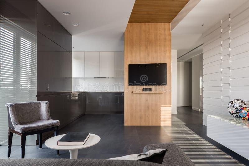 Apartamento-estudio moderno y elegante fotos de archivo libres de regalías