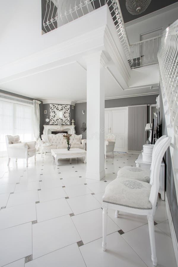 Apartamento luxuoso no estilo do vintage fotografia de stock