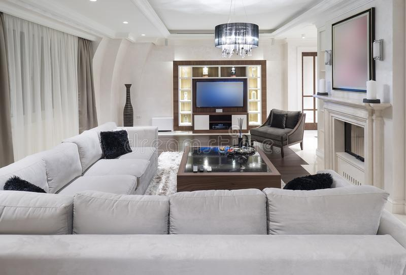 Apartamento moderno com decoração minimalistic foto de stock