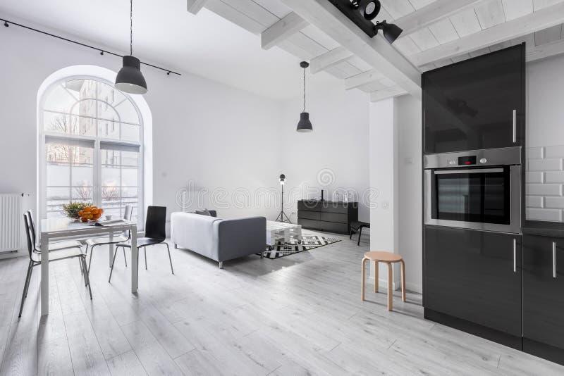 Apartamento no estilo industrial fotografia de stock