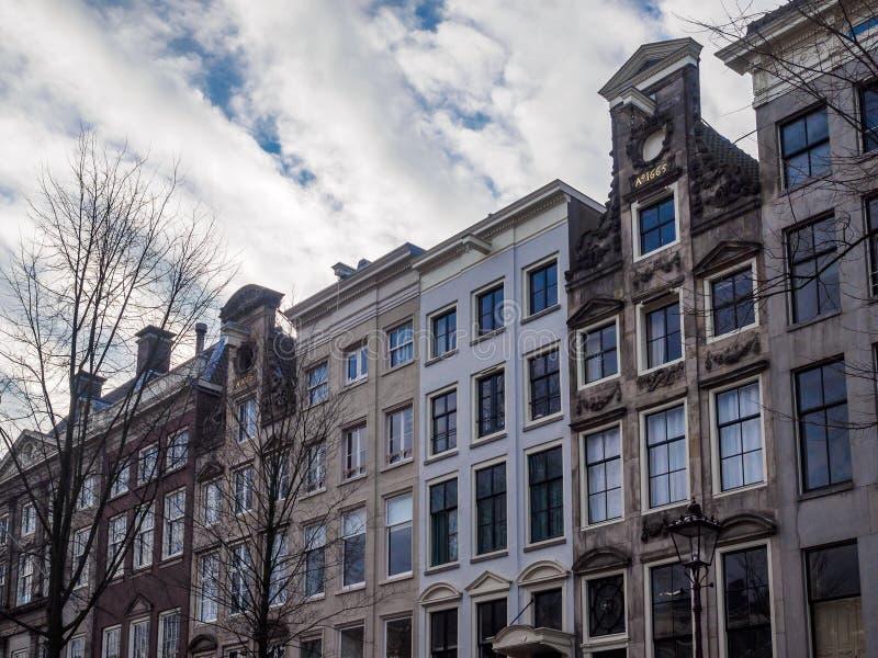 Apartamento y edificios de oficinas fotografía de archivo libre de regalías