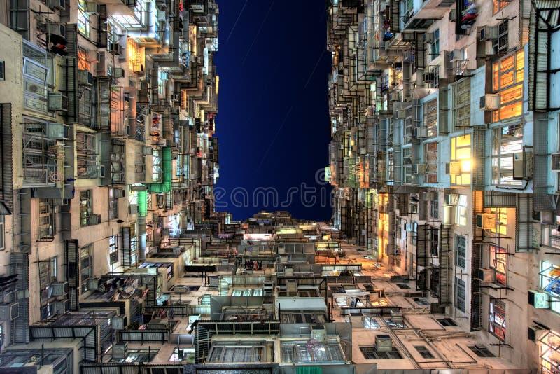 Apartamentos coloridos velhos, Hong Kong fotos de stock royalty free