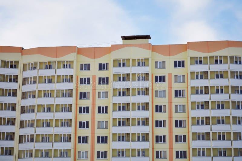 Apartamentos con los balcones, logia esmaltada foto de archivo libre de regalías