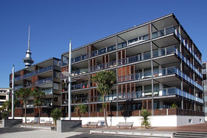 Apartamentos de la línea de costa imagen de archivo