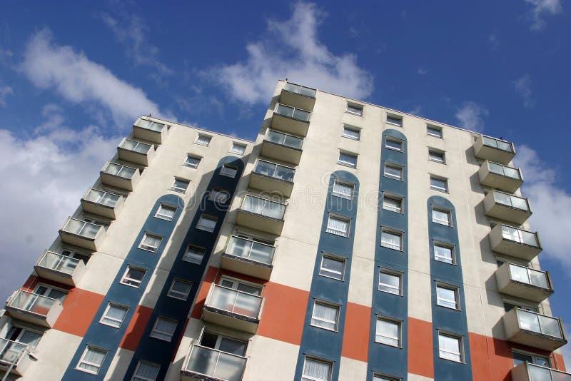 Download Apartamentos Elevados Da Ascensão Foto de Stock - Imagem de planos, janelas: 103210