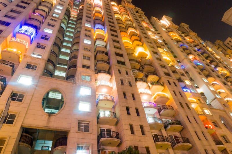 Apartamentos em Gurgaon na noite imagens de stock royalty free